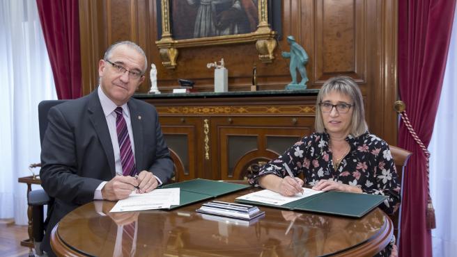 A* Jesús M Garzaron/Ayuntamiento de Pamplona F* 2019_11_06 T* Firma de convenio con el Colegio Oficial de Enfermería de Navarra L* Despacho alcalde