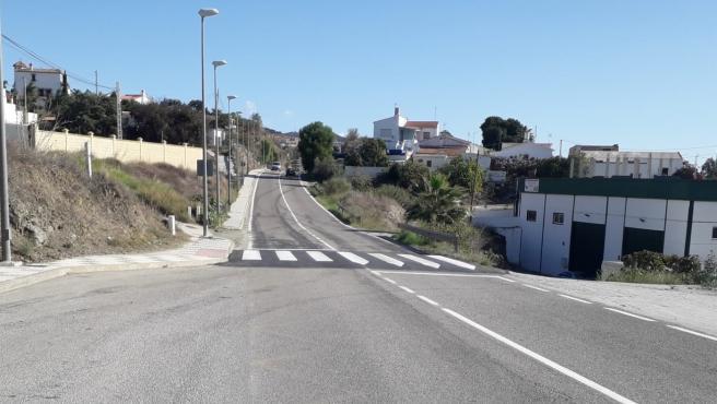 Badén en una calle del municipio de Rincón de la Victoria