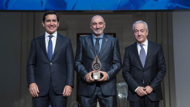 De izquierda a derecha, el presidente de la Fundación BBVA, Carlos Torres Vila,; el catedrático de la UPNA, Humberto Bustince; y el presidente de la SCIE, Antonio Bahamonde