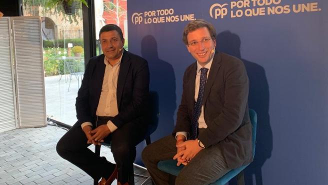 El alcalde de Madrid, José Luis Martínez-Almeida, con candidatos del PP de Ávila. Foto: PP.