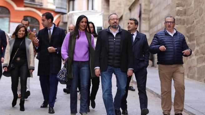 El candidato de Cs por Toledo al Congreso, Juan Carlos Girauta, y la vicealcaldesa de Madrid, Begoña Villacís, de paseo en Toledo