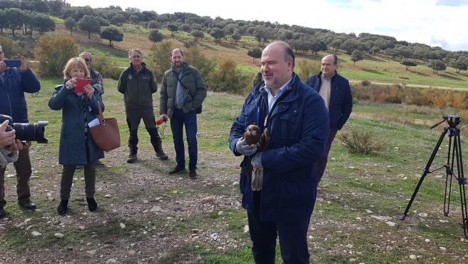 El delegado de Desarrollo Sostenible Fausto Marín en la liberación de ejemplares.