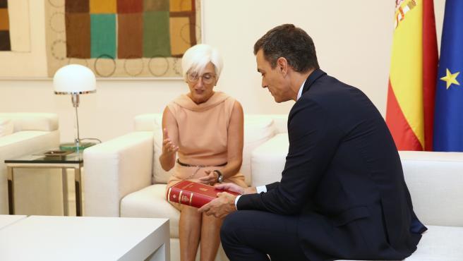 El presidente del Gobierno en funciones, Pedro Sánchez, recibe en el Palacio de