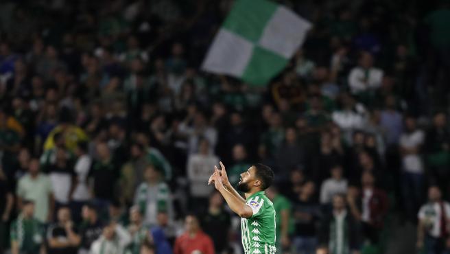 Fekir celebra un gol con el Betis