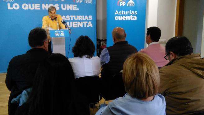 Francisco Álvartez-Cascos en un mitin en Siero con la coalición PP-Foro.