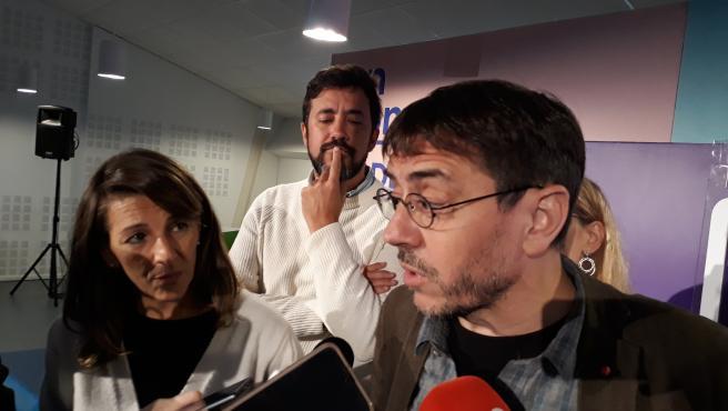 Juan Carlos Monedero, Yolanda Díaz y Antón Gómez-Reino en un acto electoral en la Universidad de Vigo.