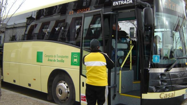 Sevilla.- La línea metropolitana de autobuses M-105 incorpora una expedición matinal más desde Gines a Ciudad Expo