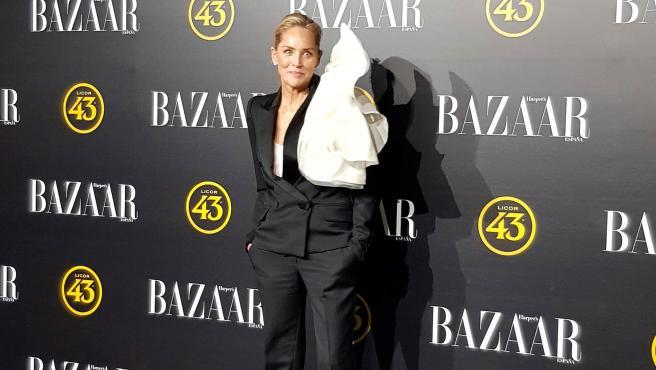 La actriz estadounidense Sharon Stone a su llegada a la entrega de los III Premios de Harpers Bazaa, en Madrid.