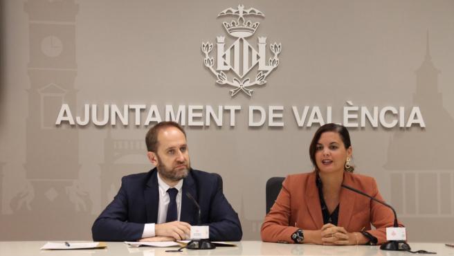 El concejal de Protección Ciudadana, Aarón Cano, y la vicealcaldesa de València, Sandra Gómez, en la rueda de prensa de este miércoles.
