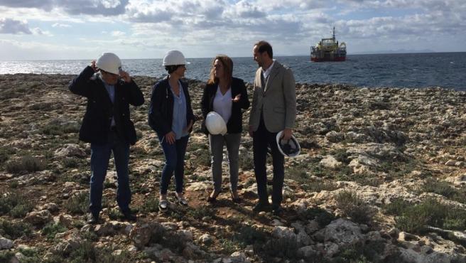 Autoridades en el inicio de las obras del tendido para el cable submarino entre Menorca y Mallorca