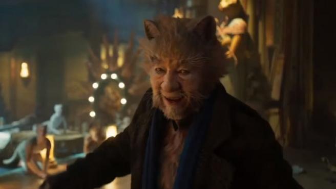 Ian McKellen sale en defensa del CGI de 'Cats' del modo más desconcertante posible