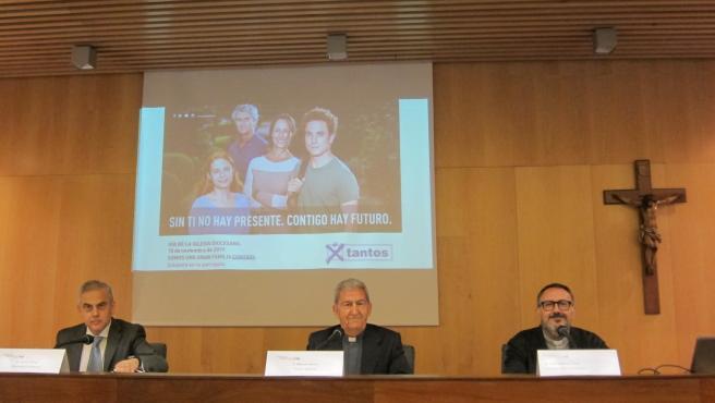 El ecónomo de la Archidiócesis de Zaragoza, Jaime Sanaú, el vicario general, Manuel Almor, y el director de Comunicación, José Antonio Calvo.