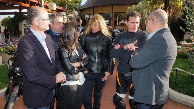 El presidente de Ciudadanos, Albert Rivera, se reúne con moteros en Herrera de Duero (Valladolid).