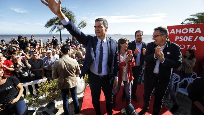 El secretario general del PSOE y candidato a la Presidencia del Gobierno, Pedro Sánchez, en Los Alcázares (Murcia)