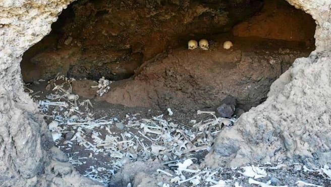 """Imagen de los restos óseos hallados en una cueva de Gran Canaria por """"El Legado""""."""