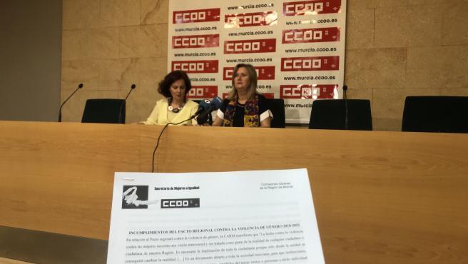 María Jesús Gómez, secretaria de Organización de CCOO en Murcia; y Ana Mellado, secretaria de Mujer e Igualdad de CCOO en Murcia