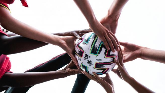 Uniforia, el balón de la Euro 2020.