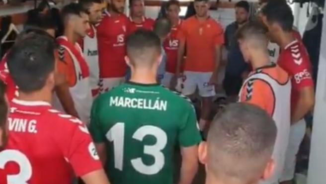 Los jugadores del Real Murcia, en el vestuario.
