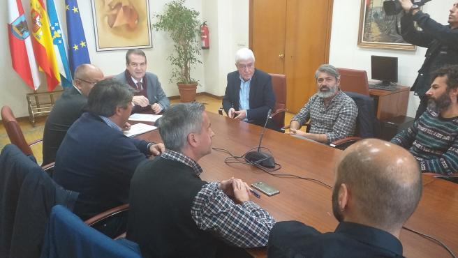 El alcalde de Vigo, Abel Caballero, en una reunión con el comité de empresa del astillero Hijos de J. Barreras