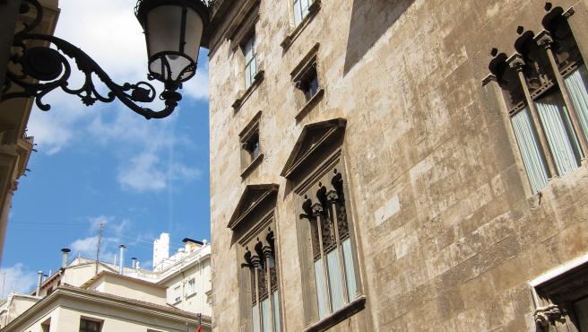 Façana lateral del Palau de la Generalitat valenciana.