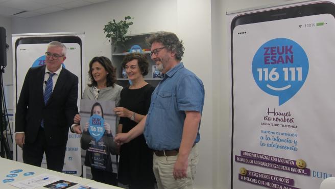 Isidro Elezgarai (presidente de Unicef País Vasco), Beatriz Artolazabal (consejera de Empleo y Políticas Sociales del Gobierno Vasco), Maite Iturbe (directora general de EITB) y Kepa Torraldea (coordinador de Zeuk Esan)