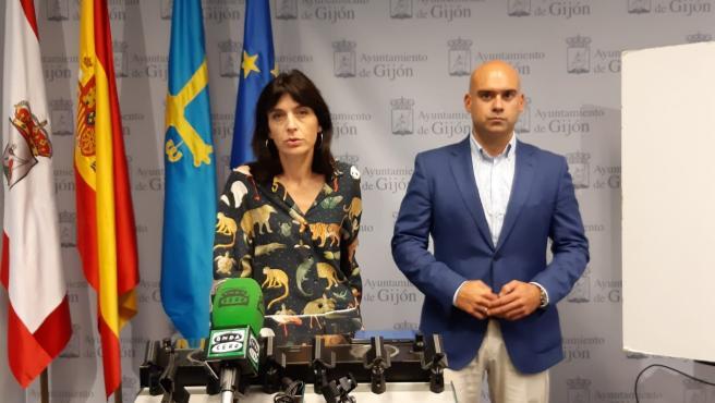 Jesús Martinez Salvador y Ana Braña, de Foro Gijón, en rueda de prensa en el Ayuntamiento (Foto de archivo)