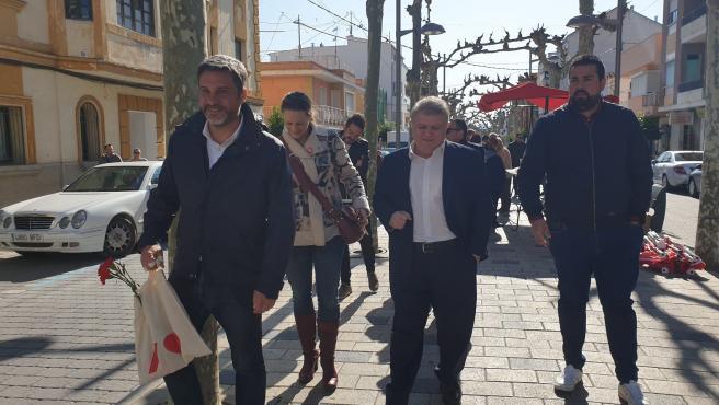 Joaquín López Durante Su Visita Al Mercado De Calasparra