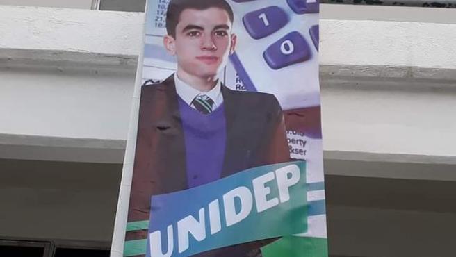 Jordi, el 'Niño Polla', en un carte de una universidad en México.