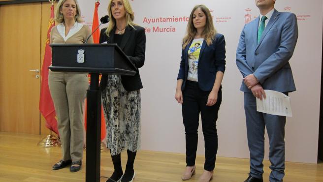 La concejal de Derechos Sociales y Familia, Pilar Torres da cuenta del acuerdo en Junta de Gobierno