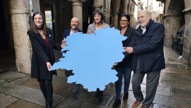La portavoz nacional del BNG, Ana Pontón (centro), en un acto de campaña con los cabezas de lista del 10N: Olalla Rodil (Lugo), Néstor Rego (A Coruña), Carme da Silva (Pontevedra) y Francisco García (Ourense).