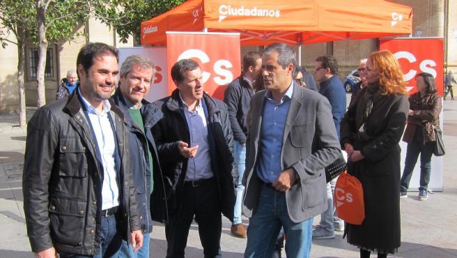 Los candidatos de Cs por Zaragoza han celebrado el acto de final de campaña en la plaza del Pilar