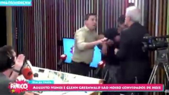 Un momento de la agresión de Nunes a Greenwald.
