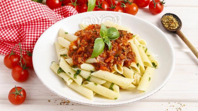 Imagen de un plato de macarrones a la boloñesa.