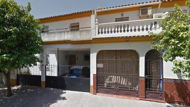 Imagen de la casa okupada en la calle Baloncesto de Sevilla.