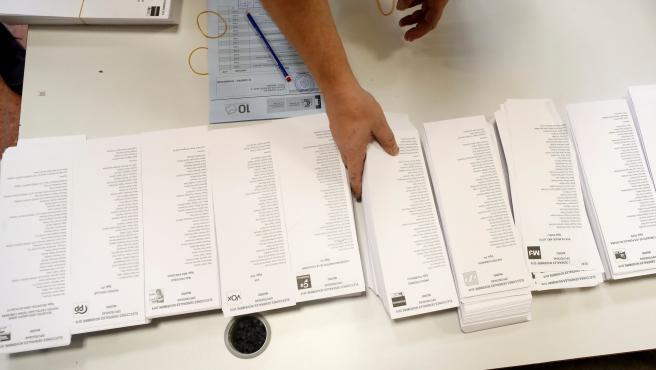 Los interventores de cada partido se encargan de que haya suficiente número de papeletas.