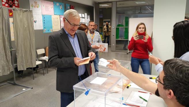 El alcalde de València, Joan Ribó, vota en el 10N