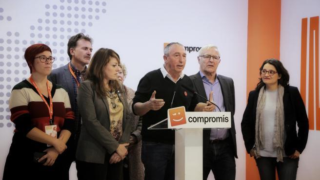 eL cabeza de lista de Més Compromís al Congreso por Valencia, Joan Baldoví, ofrece declaraciones a los mediosdurante la noche electoral del 10N