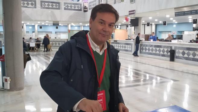 El candidato del PSOE al Senado por Asturias, Francisco Blanco, ejerce su derecho al voto en las elecciones generales