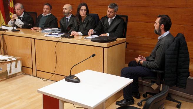 Miguel López, único acusado, en el juzgado.
