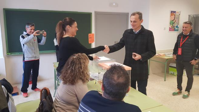 Pedro Duque vota en Xàbia