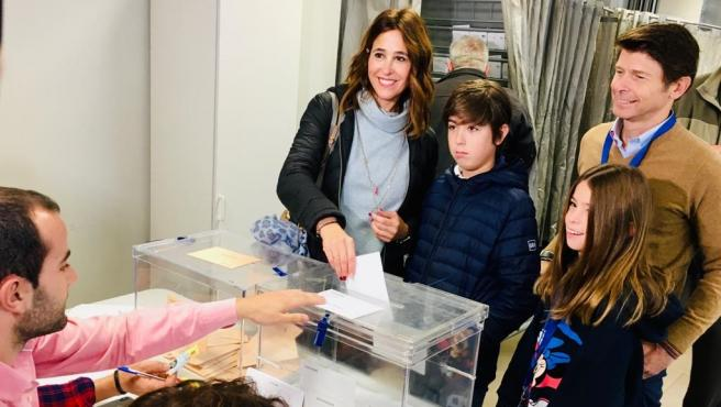 Rosa Romero votando