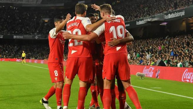 El Sevilla celebra un gol en el Villamarín