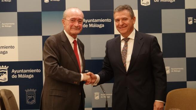 El alcalde de Málaga, Francisco de la Torre, y el director general de ENDESA en Andalucía y Extremadura, Francisco Arteaga,