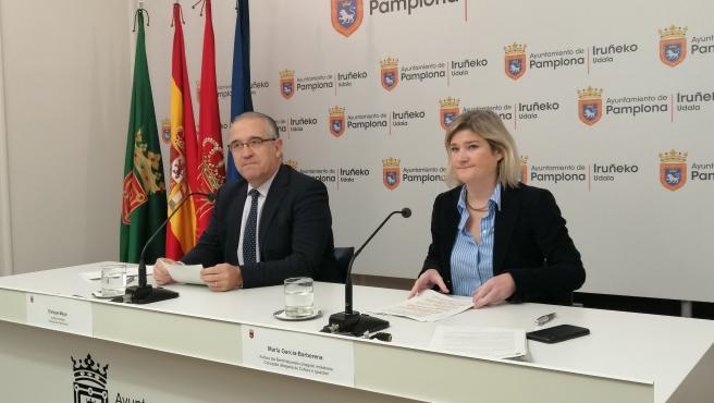 El alcalde de Pamplona, Enrique Maya, y la concejala delegada de Cultura e Igualdad, María García-Barberena