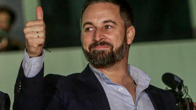 El candidato de Vox a la Presidencia del Gobierno y presidente del partido, Santiago Abascal celebran los buenos resultados obtenidos en las elecciones, en la sede de Vox en Madrid (España).