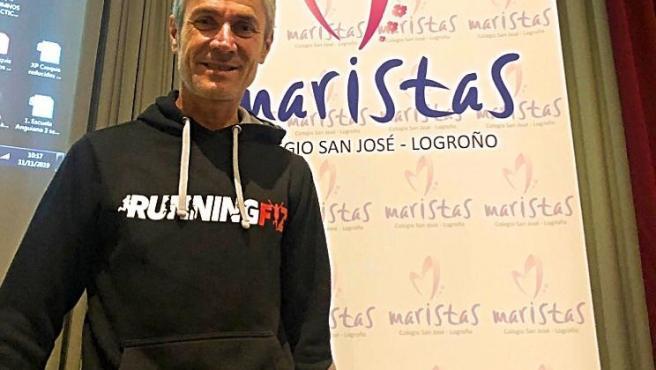 El padrino de la Carrera por la Educación, la familia y la salud, Martín Fiz, visita el colegio Maristas de Logroño