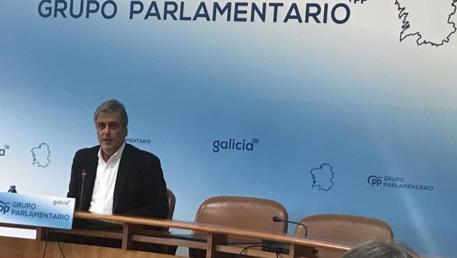 El portavoz parlamentario del PPdeG, Pedro Puy, en la rueda de prensa