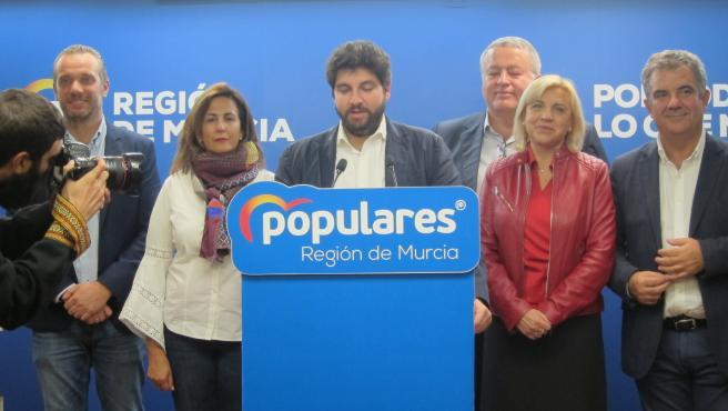 El presidente del PP en la Región, Fernando López Miras, valora los resultados electorales en compañía de los candidatos al Congreso y Senado