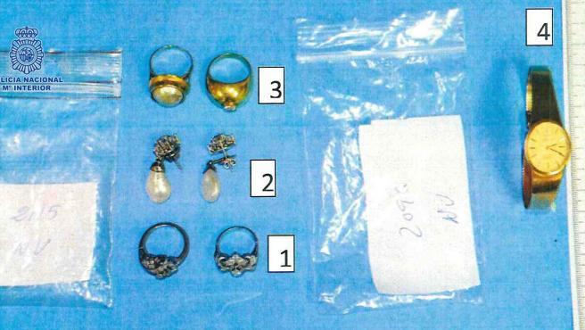 Joyas robadas supuestamente por el empleado de una empresa de reformas en las casas donde trabajó