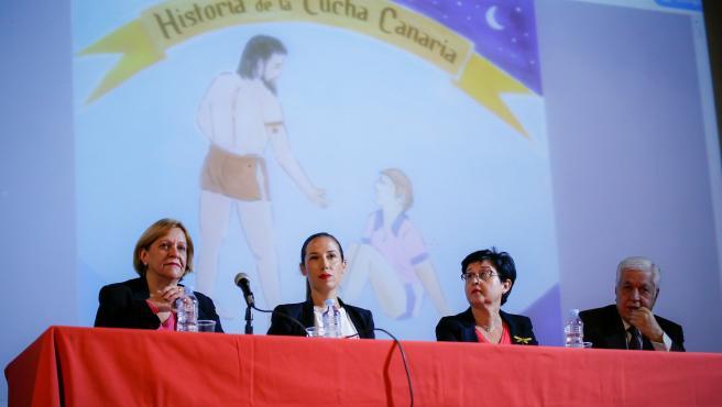 La alcaldesa de Santa Cruz de Tenerife, Patricia Hernández, en la presentación del libro 'Historia de la Lucha Canaria'